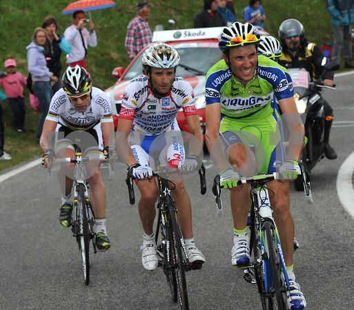 Basso, Scarponi, Evans and Nibali are leaders on the Monte Grappa - Nibali will attack and make a fearsome descent...
