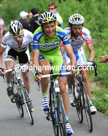 Basso looks pretty mean as he rides ahead of Evans and Scarponi with six-kilometres left...