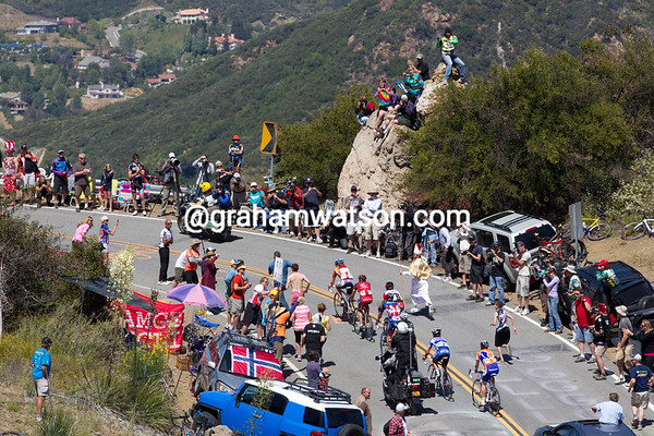 A break of seven has emerged, including Rabou, Hincapie, and Popovych, among others... the Pope runs along to bless the move.