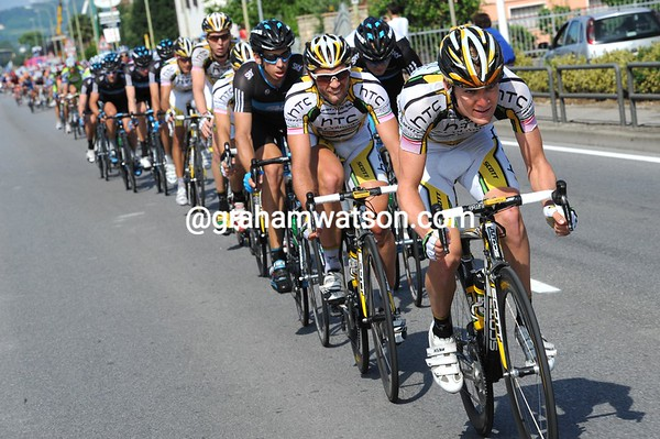 Lewis is at the front again now, the gap closes even more...