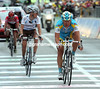 Vinokourov brings in the Evans/Arroyo group over three minutes down on the three Italians, the race-lead has changed because of their failed chasing...