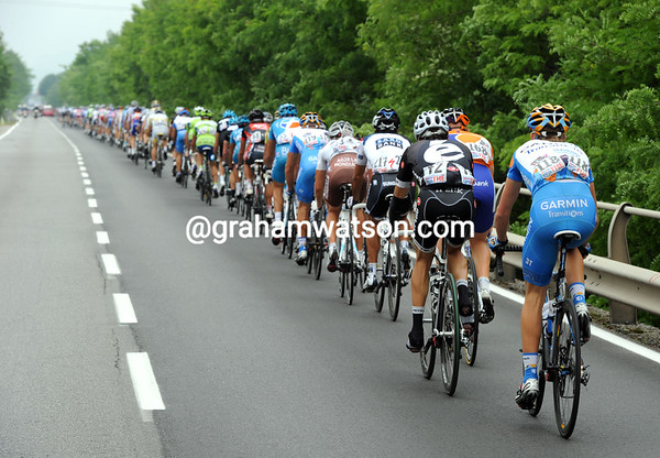 A rapid start to the day for the peloton and especially its last man, Cameron Meyer..!