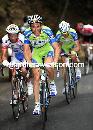 The big move is happening on the Mortirolo - Basso accelerates with Scarponi and Nibali; Evans has been dropped..!