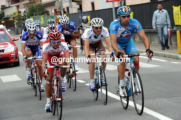 Nine men have got away after one hour's racing - led by Leonardo Duque and William Bonnet...