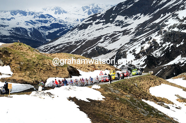 The Basso peloton is also heading for the summit, incredibly there have been no attacks and no accelerations from this group...