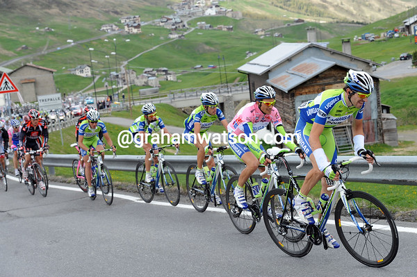 Liquigas looks a bit strained as it chases on this steep climb, but they're just one minute back now...