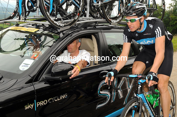 There's more action at the back today - Edvald Boasson Hagen chats with Sean Yates about the Sky team tactics...