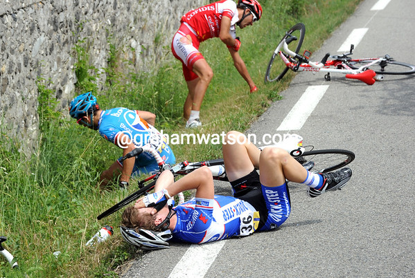 Kevin Seeldraeyers has crashed heavily with Amael Moinard and Nicolas Vogondy...