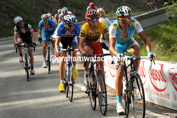 Contador and Brajkovic head a group of chasers 15-seconds behind Vogondy...