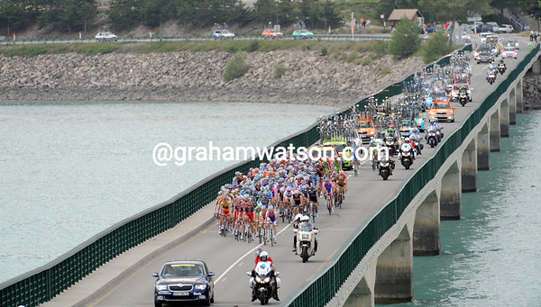 The peloton is dwarfed by the bridge at Serre-Poncon - in fact there are about 165 cyclists still in the group...