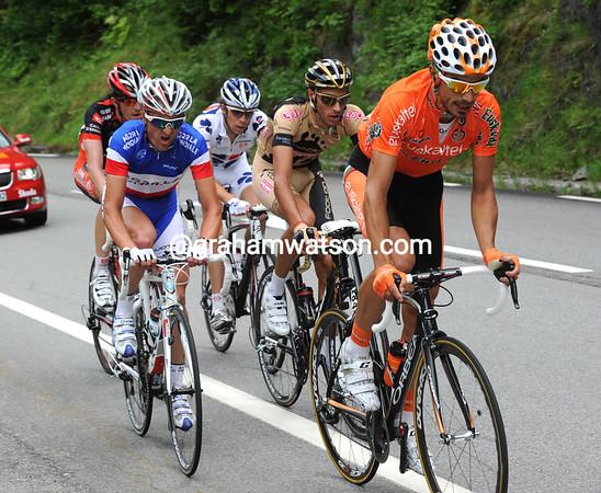 Egoi Martinez is leading a five-man escape towards Grenoble...