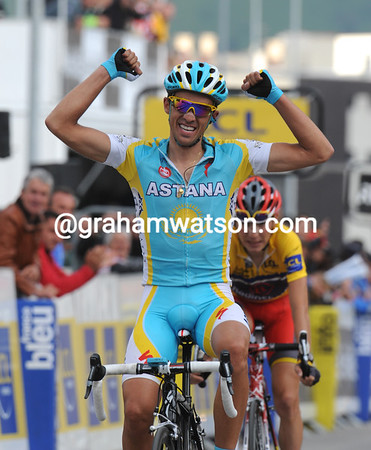 Alberto Contador wins stage six to Alpe d'Huez, it's the least he deserves after so many attacks..!