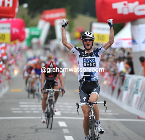 Frank Schleck wins stage three after attacking Roche's attack and hanging on to the line..!