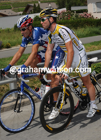 Mark Cavendish relaxes with his mate and ex-teamate George Hincapie...