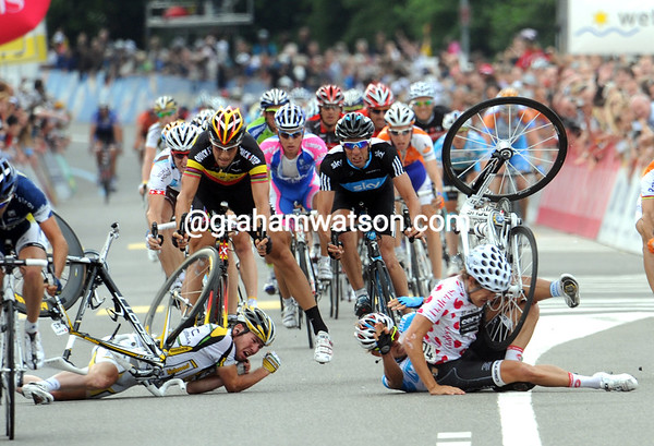 The flying bikes of Haussler, Cavendish and Ciolek are going to make more trouble now...