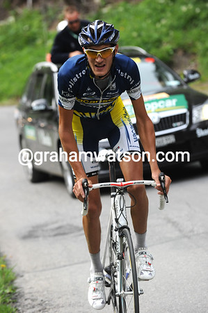 Feillu is out in front alone now, he has a minute over the Schleck-Kreuziger group...