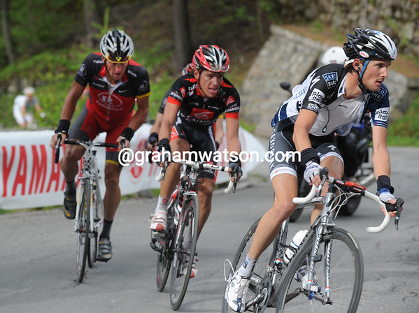 Frank Schleck has attacked from behind and has Uran and Armstrong with him...