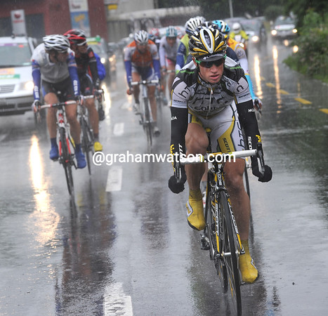 The rain comes pouring down as the day's escape moves away under the stewardship of Mark Renshaw...