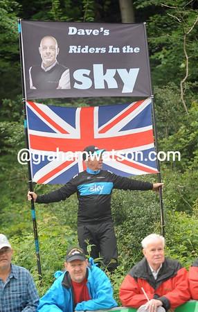 Go SKY! A British fan salutes the Tour de Suisse...