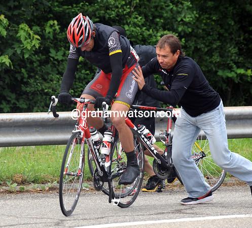 Jason McCartney gets a fresh bike from Viatcheslav Ekimov...