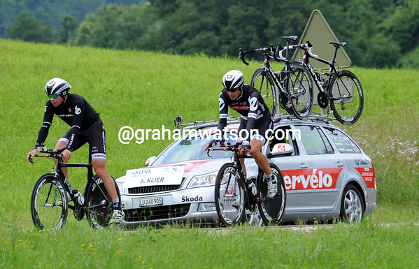 Jeremy Hunt started five minutes ahead of teamate Klier, but needed Klier's spare bike to finish his TT...
