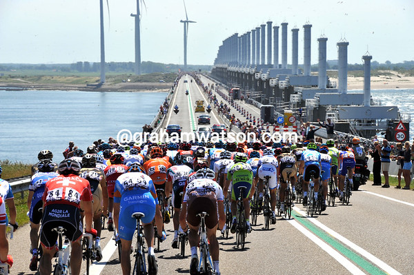 The peloton is still compact on the massive bridge across the North Sea at Port Zelande...