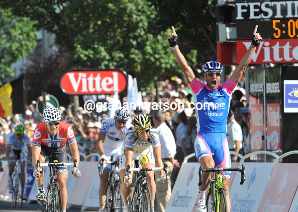 Alessandro Petacchi wins stage one of the Tour de France..!