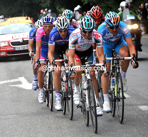 Matthew Lloyd is in this move, as is another Lotto rider, Jurgen Roelandts - they have over five minutes...