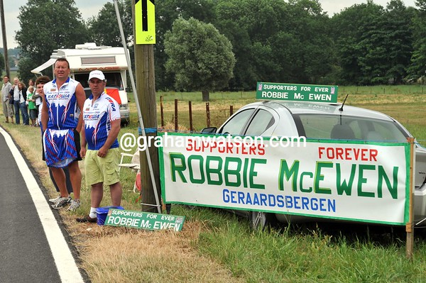 Some Robbie McEwen fans await to see their hero along the roadside...