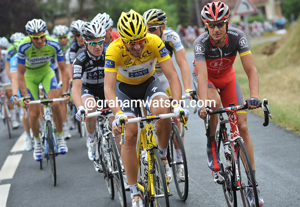 Too much time to talk - Fabian Cancellara with Andreas Kloden at the head of the peloton...