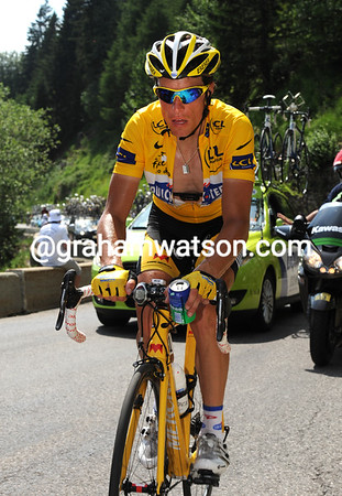 Right on cue, Sylvain Chavanel is on his way to losing the Yellow Jersey, five after losing it on stage three..!