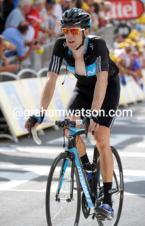 "Wiggins finshes at 1' 45"" - his podium chances seem slim at best..."