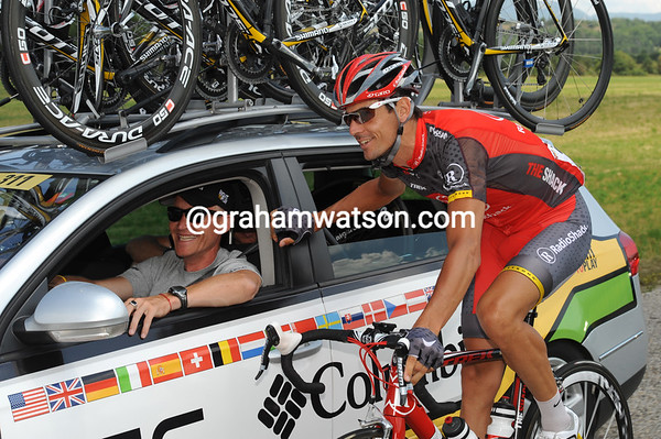It's another un-official rest-day for riders like Andreas Kloden, who spends some time with former teamate Brian Holm at Columbia's team car...