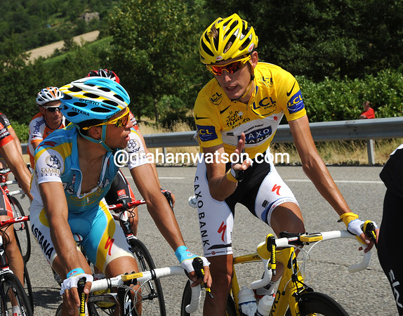 Is that Andy Schleck seeking words of wisdom from arch-rival, friend, and favourite to win, Alberto Contador..?