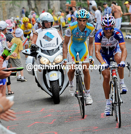 Rodriguez is working nicely for Contador - the gap is growing to Schleck...