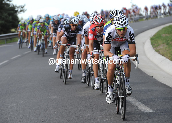 Hushovd is back in the peloton, but his Cervelo team start to chase hard - is Carlos Sastre planning something..?