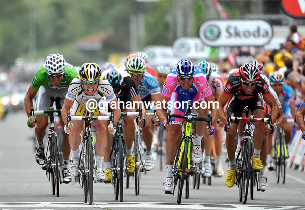 Mark Cavendish wins the sprint for 2nd place - Petacchi takes 3rd to win back the Green jersey from Hushovd..