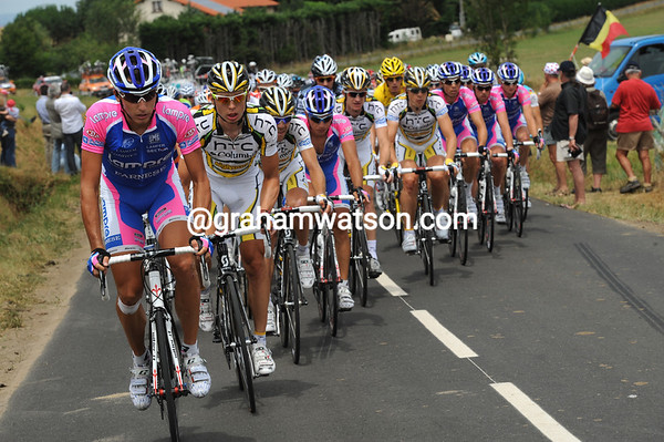 The sprinters' teams fancy their chances today - Lampre and Columbia are chasing hard now...