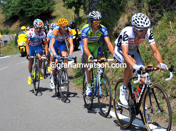 Sastre, Kreuziger and Hesjedal lead the escape up the Col d'Aspin, but their lead is less than one minute...