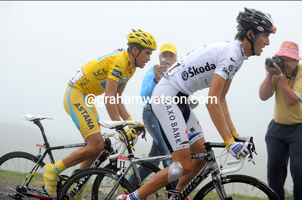 In perfect harmony - Schleck and Contador seem to have drawn a truce in the last kilometre...
