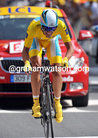 "Alberto Contador had to fight to keep his race-lead - the Spaniard ended the stage in 35th place at 5' 43""..."