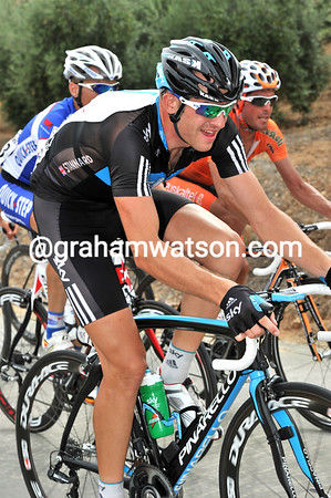 Even though he's sick, Stannard has managed to stay in contact until now, quite a feat..!