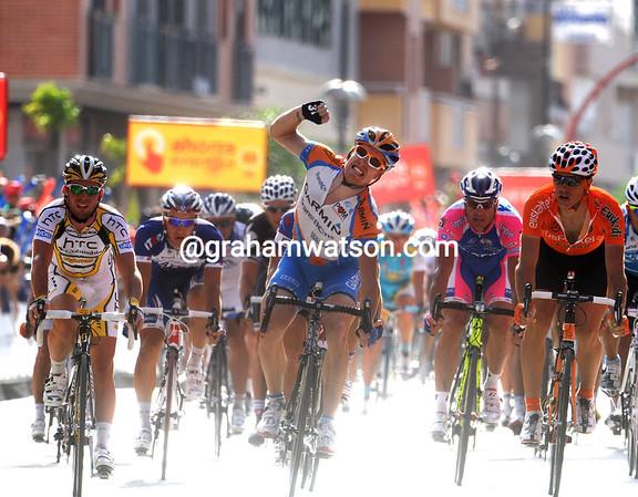 Tyler Farrar wins stage five into Lorca, ahead of Koldo Fernandez (right) and Mark Cavendish...