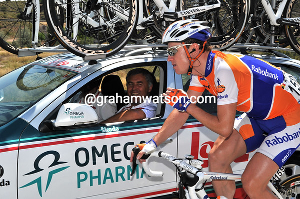 With time to talk, Nick Nuyens seems to be entertaining fellow Belgian Hendrik Redant...