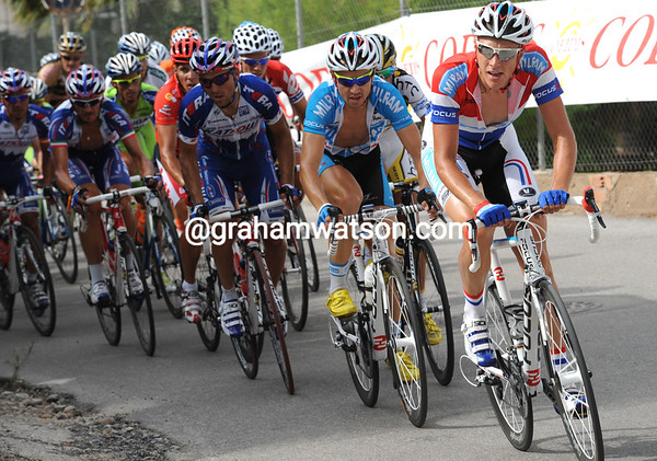 Milram clearly has a plan - Niki Terpstra is pacing Paul Voss in pursuit of the escape...