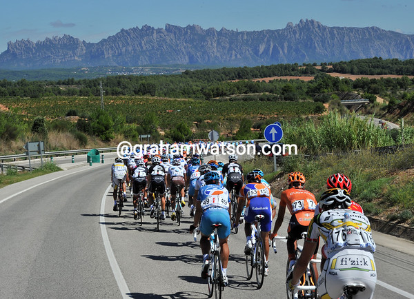 The peloton is getting a beautiful sighting of the rocky spires of Montserrat as it speeds into the stage...