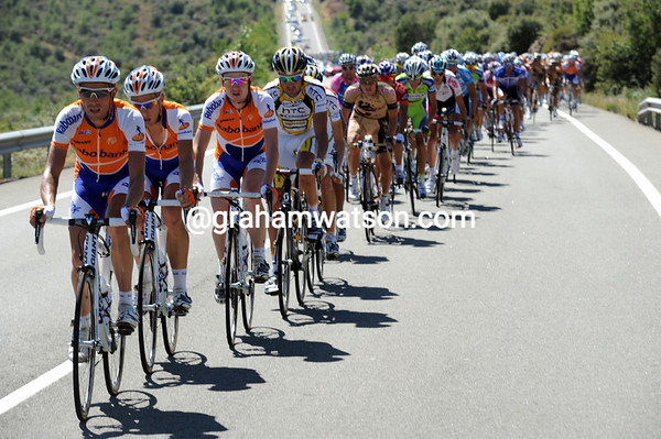 Rabobank has been pacing the peloton in earnest pursuit for an hour now, the gap is shrinking slowly...