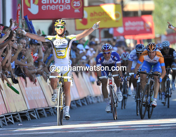 Mark Cavendish wins his first-ever Vuelta stage in Leida..!
