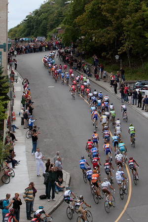...but an elongaged peloton explains why the gap is coming down.