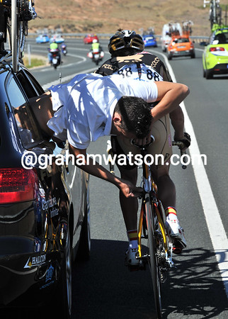 It's a well-known system - the mechanic pretends to be fixing Walker's bike as the car speeds back towards the peloton...